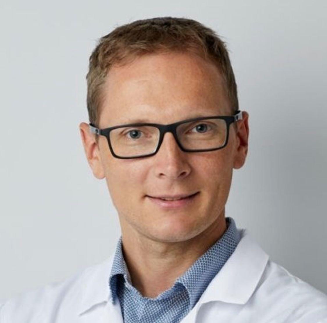 Dr Bartłomiej Jarnot